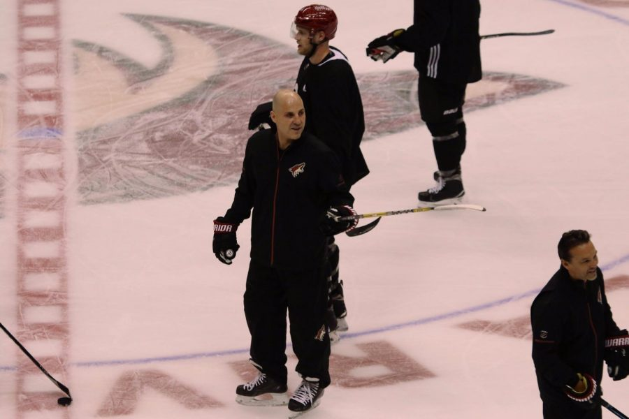 Arizona+Coyotes+head+coach+Rick+Tocchet+on+the+ice+during+practice.