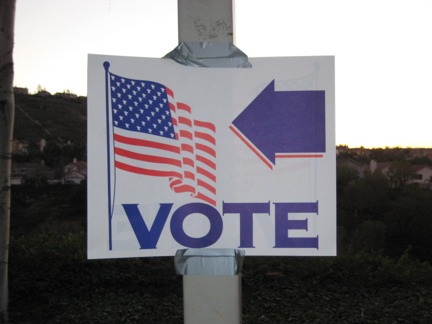 A vote sign pointing the direction to the voting booth