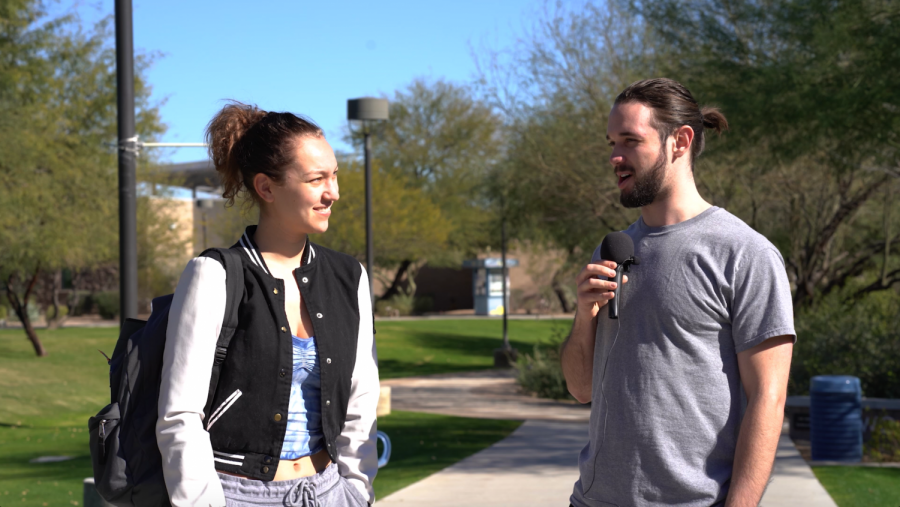 Reporter+Tyler+Buckland+interviewing+SCC+student+on+campus.