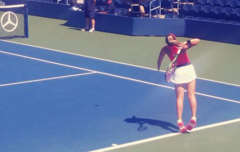Scottsdale native Alexa Noel serving in a US Open juniors match