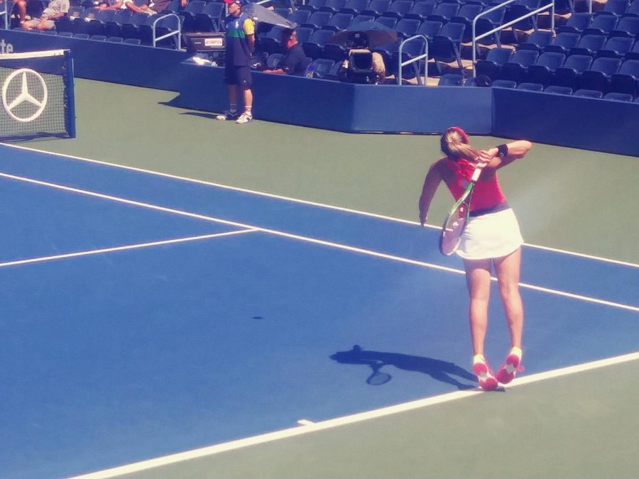 Scottsdale native Alexa Noel serving in a US Open juniors match