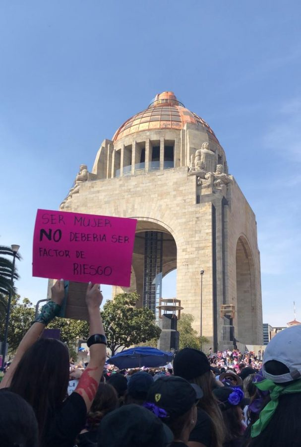 Protestors+in+Mexico+City+in+front+of+Monument+of+the+Revolution+